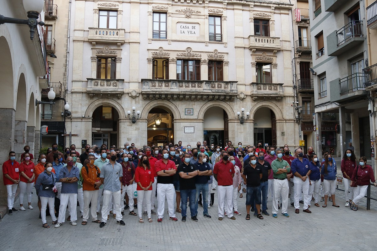La Coordinadora de Colles Castelleres i representants de 75 colles transmeten imatge d'unitat a Valls.