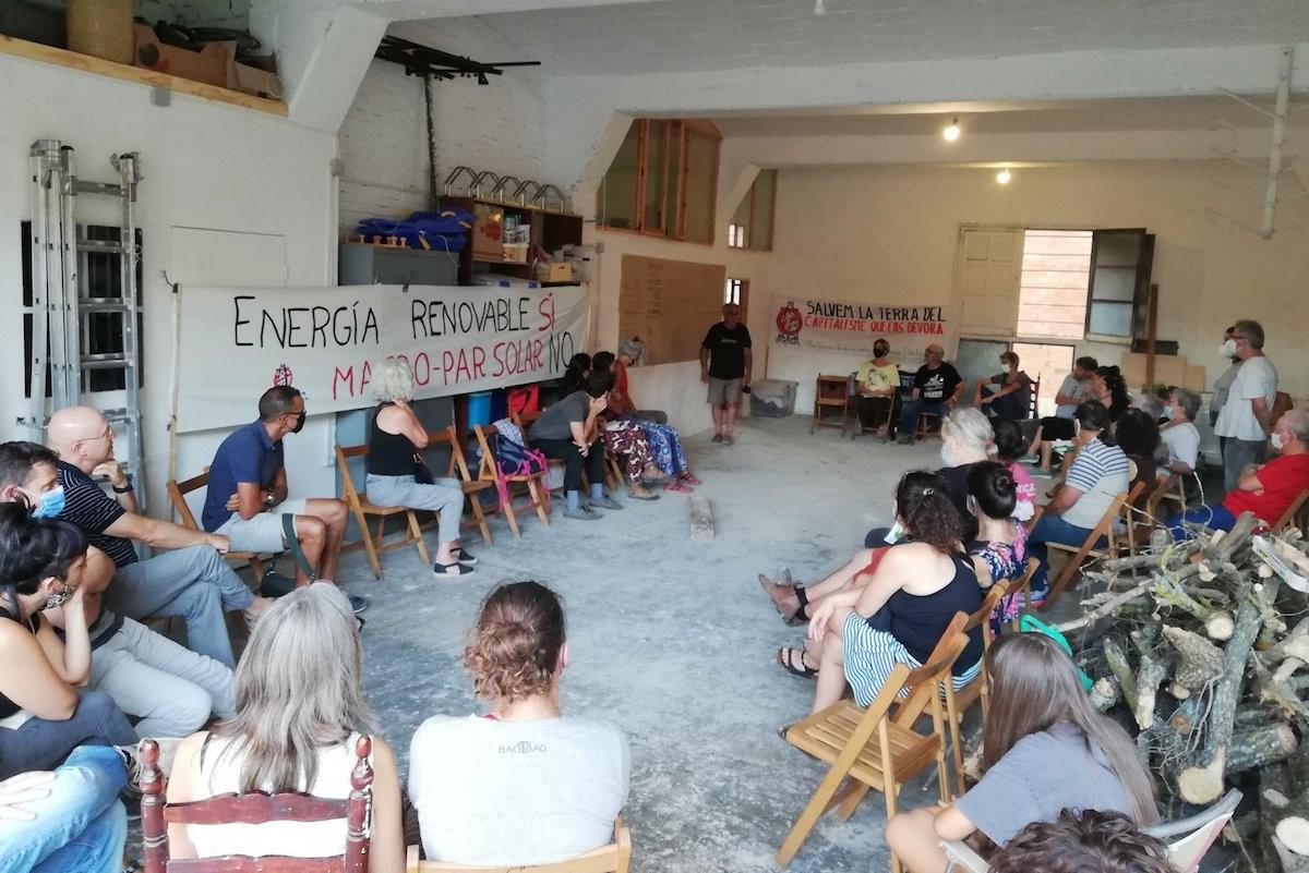 Imatge de l'assemblea de la Plataforma contra l'Autopista Elèctrica del Pallars