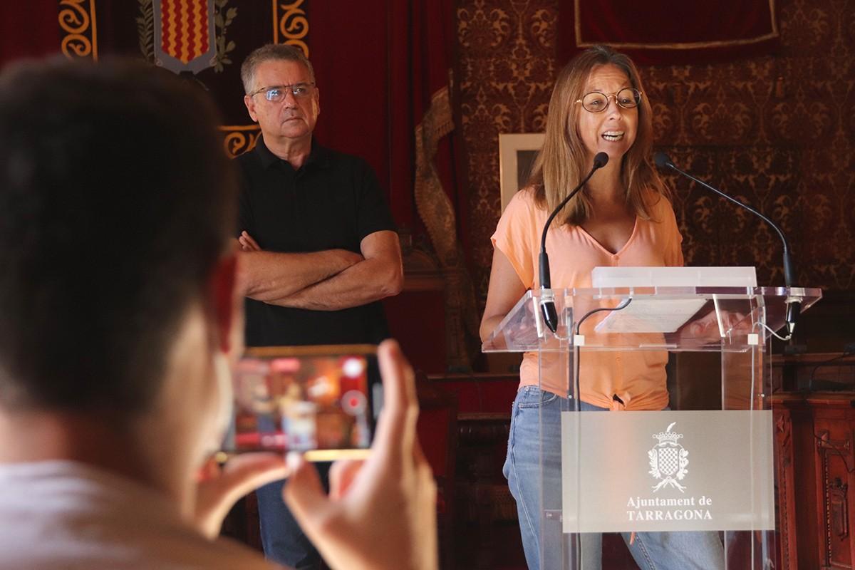 La consellera de Cultura de Tarragona, Inés Solé, amb l'alcalde de Tarragona, Pau Ricomà, durant la roda de premsa d'aquest dilluns.