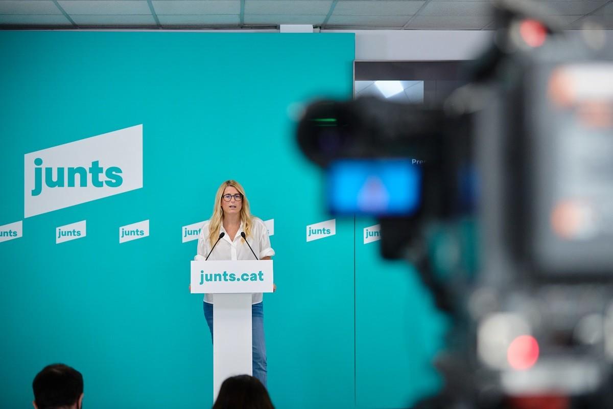La portaveu de Junts, Elsa Artadi, en roda de premsa aquest dilluns