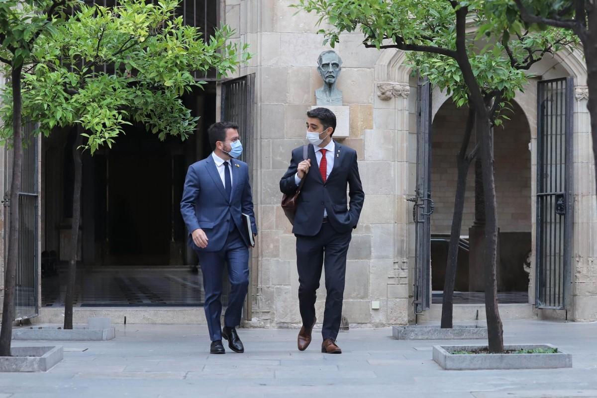 El president, Pere Aragonès, i el vicepresident, Jordi Puigneró, abans de la reunió del Govern