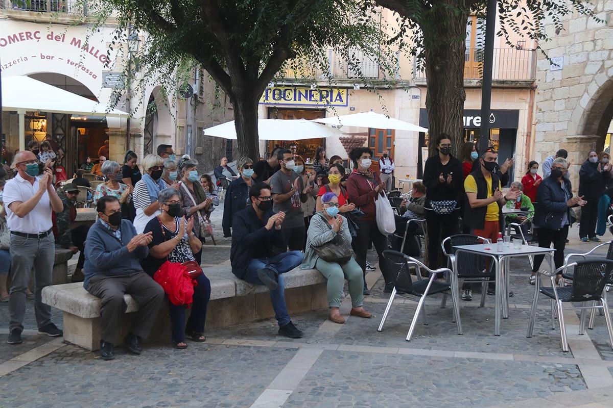 Un grup de manifestants a la concentració de Montblanc contra la violència masclista.