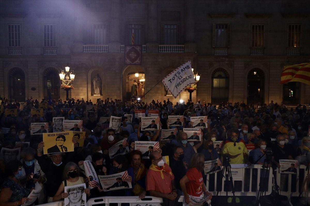 Manifestació a Plaça Sant Jaume contra la detenció de Puigdemont