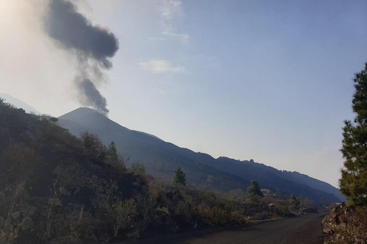 El volcà Cumbre Vieja de La Palma torna a expulsar lava