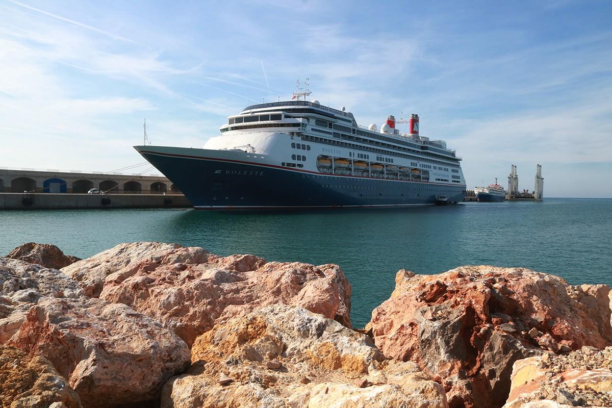 El creuer Bolette de la companyia Fred Olsen Cruise Line, el primer que ha arribat al Port de Tarragona aquest 2021.