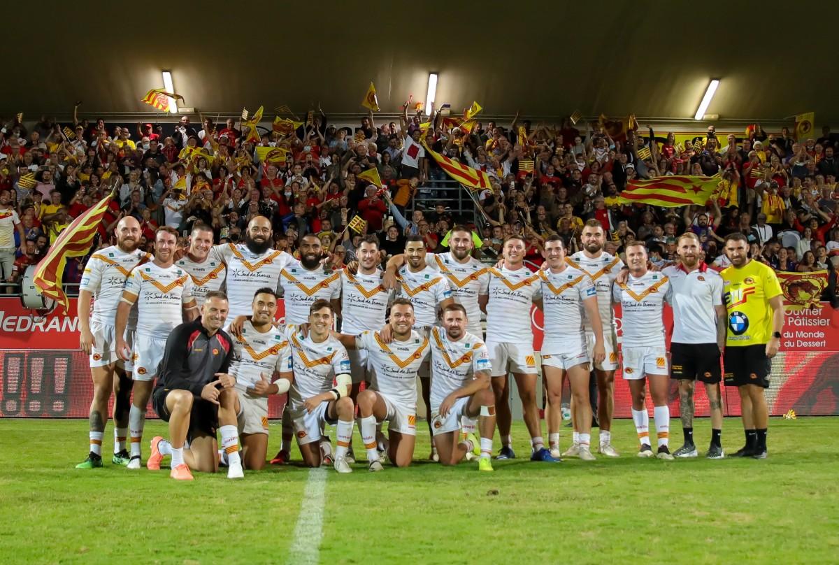 Els Dragons Catalans celebren amb el seu públic la classificació per la final de la Superlliga
