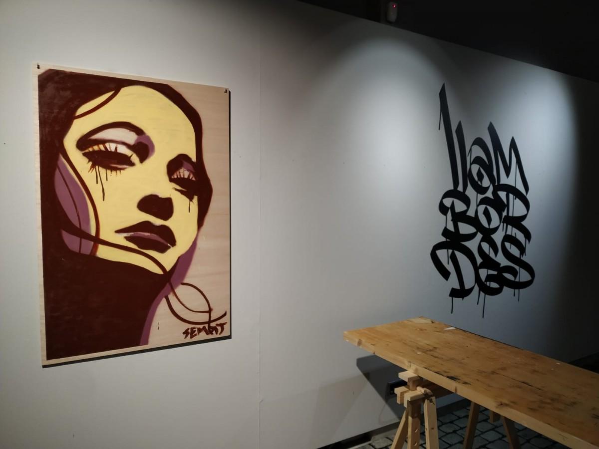 La primera de les obres creada a l'exposició va a càrrec de l'artista Semat