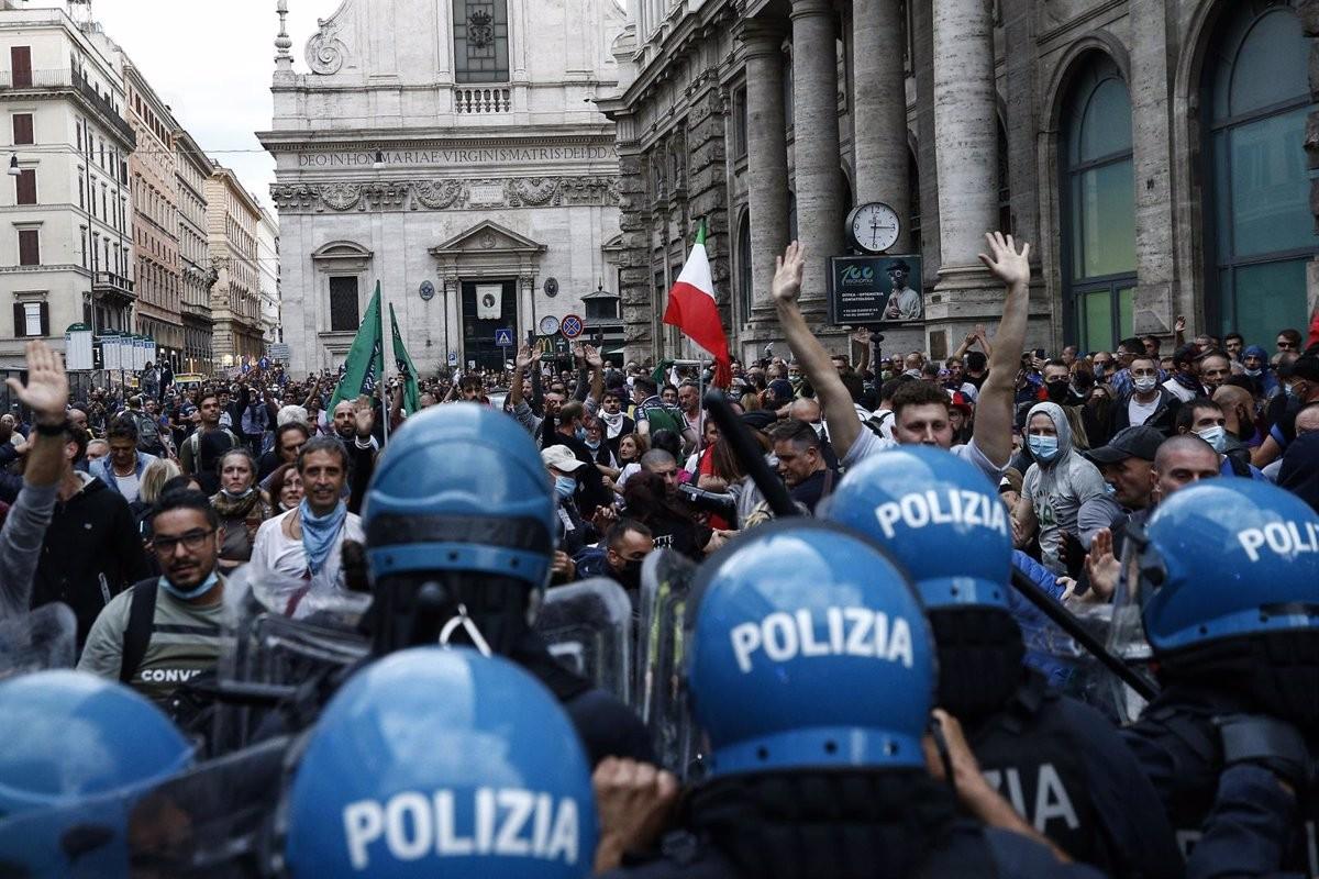 Policies i manifestants ultres a Roma dissabte passat.