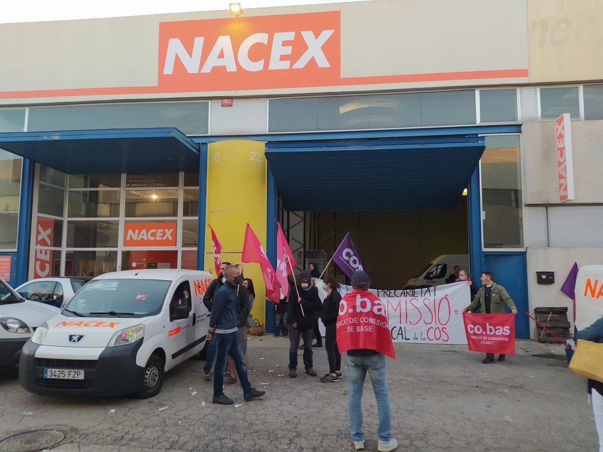 La seu de Nacex, amb la protesta sindical de COS i Co.Bas.