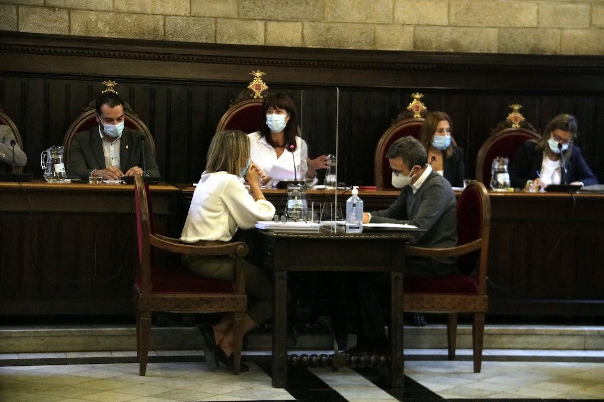 La batllessa de Girona, Marta Madrenas, durant el primer ple presencial de l'Ajuntament de Girona des de l'inici de la pandèmia.