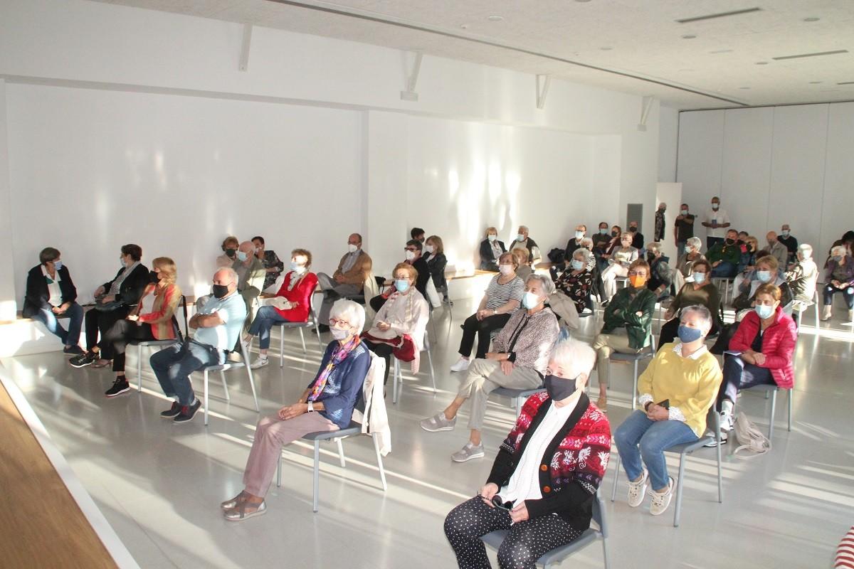 L'Aula d'Extensió Universitària de Solsona va omplir la Sala d'Actes del Casal Cívic en la sessió inaugural del curs