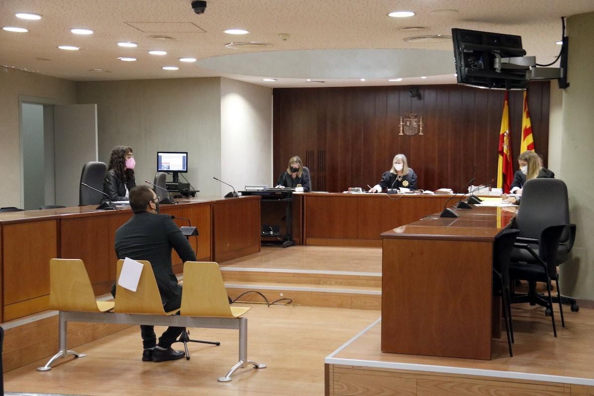 Imatge de l'acusat a la sala de l'Audiència de Lleida durant el judici