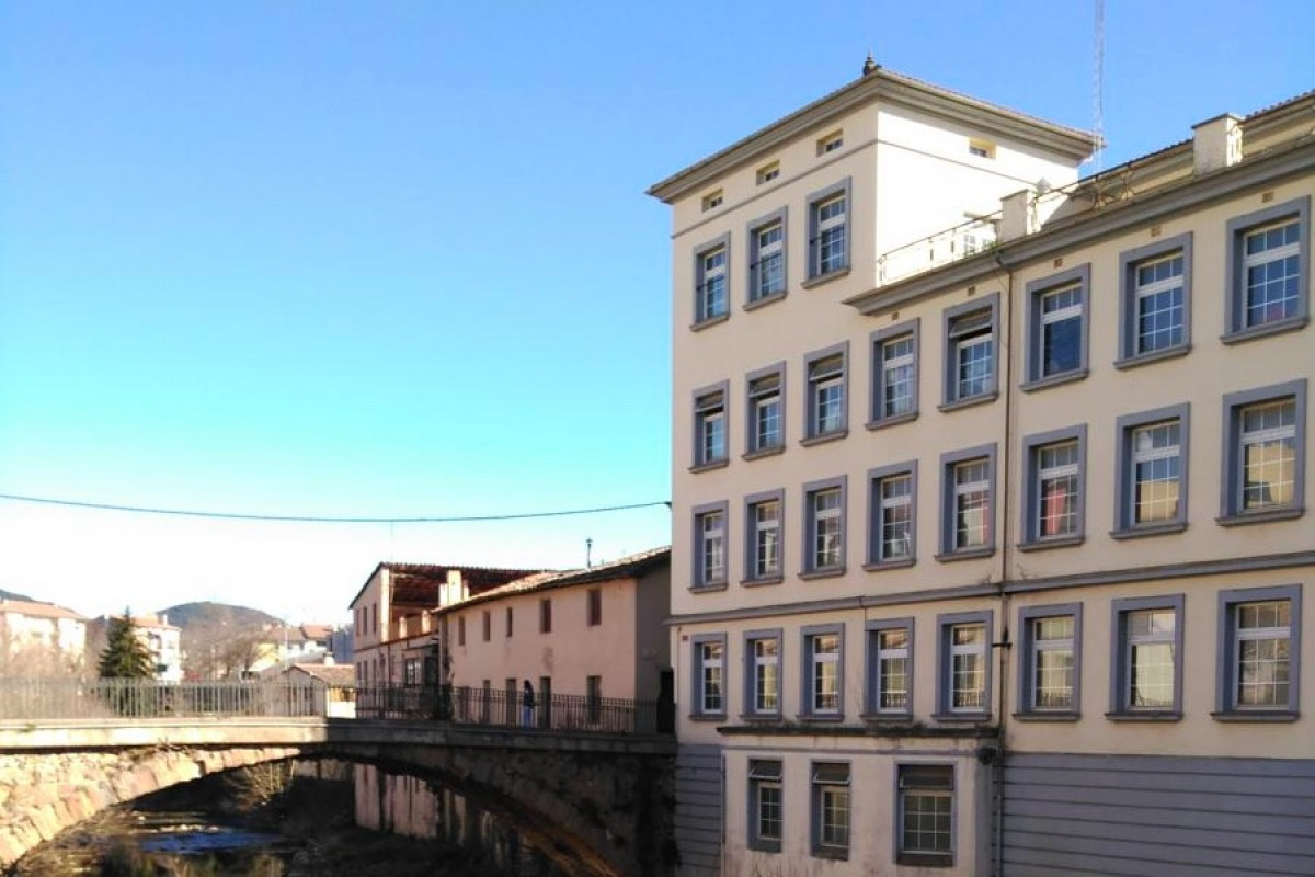 Can Jombi, antiga fàbrica de gènere de punt a Olot.
