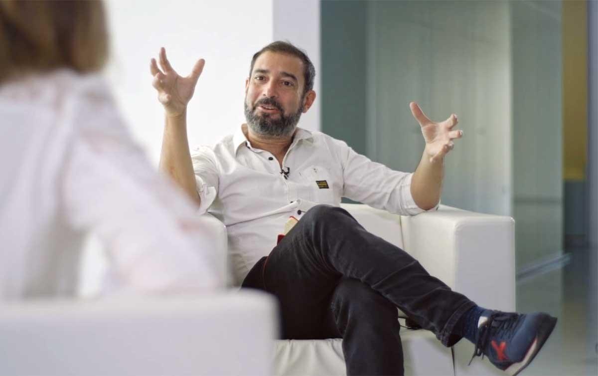 Pere Estupinyà, presentador i director de continguts del programa de La 2 El cazador de cerebros.