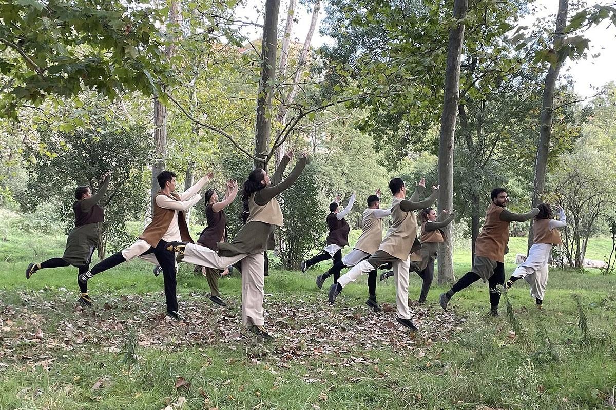 L'Esbart Sant Martí de Barcelona dansant al Parc del Cardener de Manresa