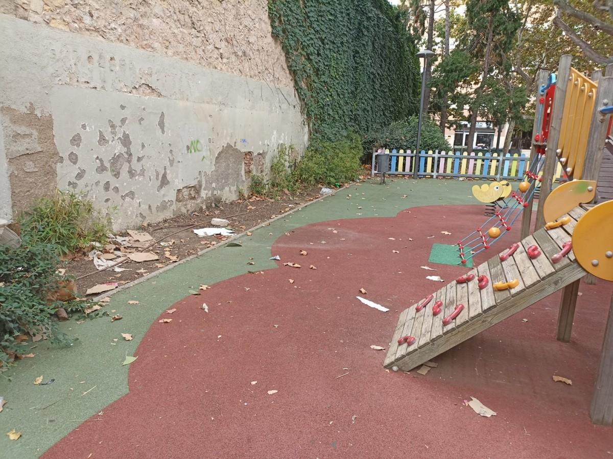 Una imatge cedida pel PSC, d'una zona de joc infantil de la ciutat