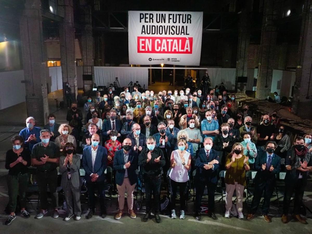Òmnium congrega el sector de l'audiovisual català per exigir que la nova llei de l'audiovisual protegeixi el català