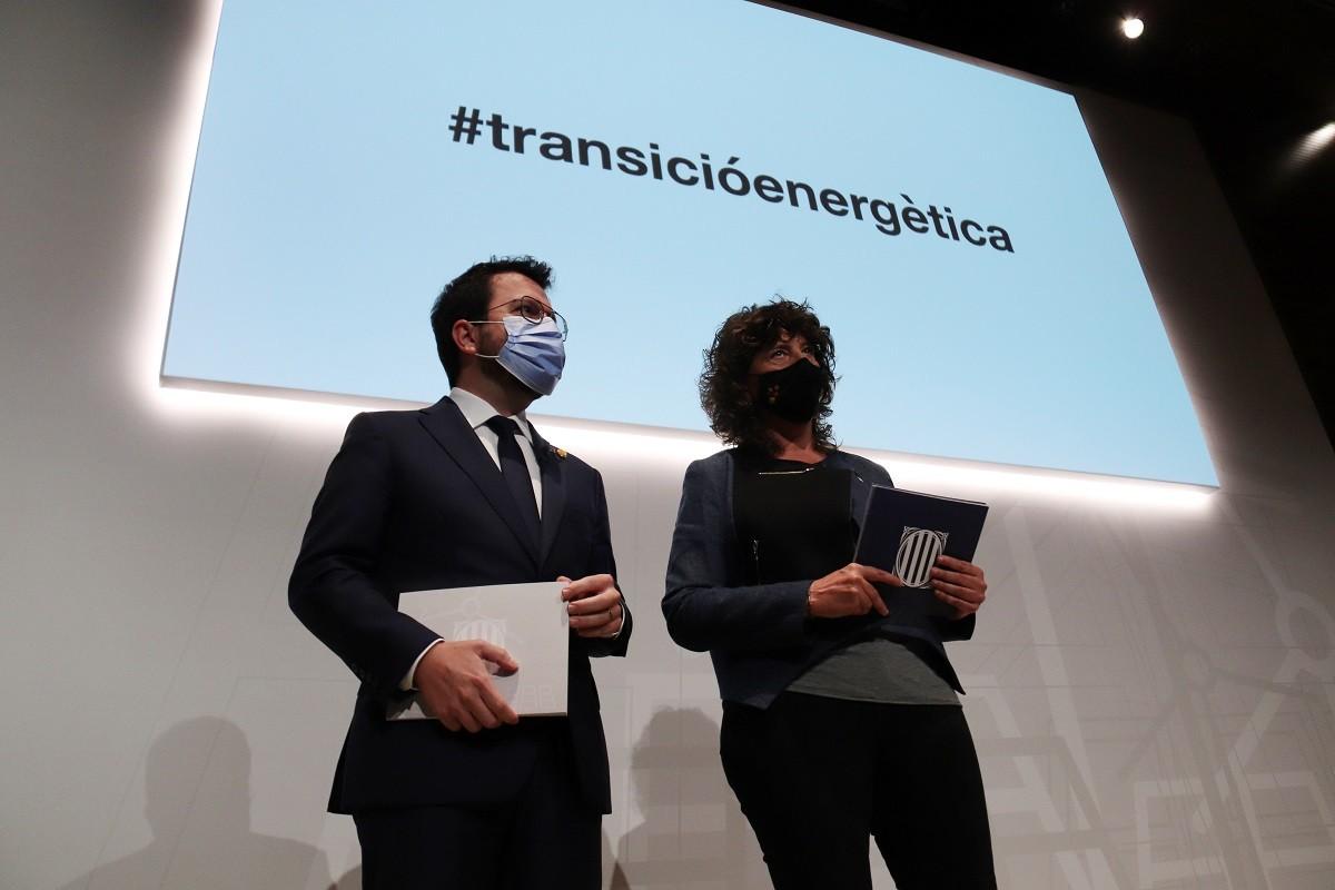 Pere Aragonès i Teresa Jordà, durant la conferència 'Compromís 2030, Horitzó 2050'