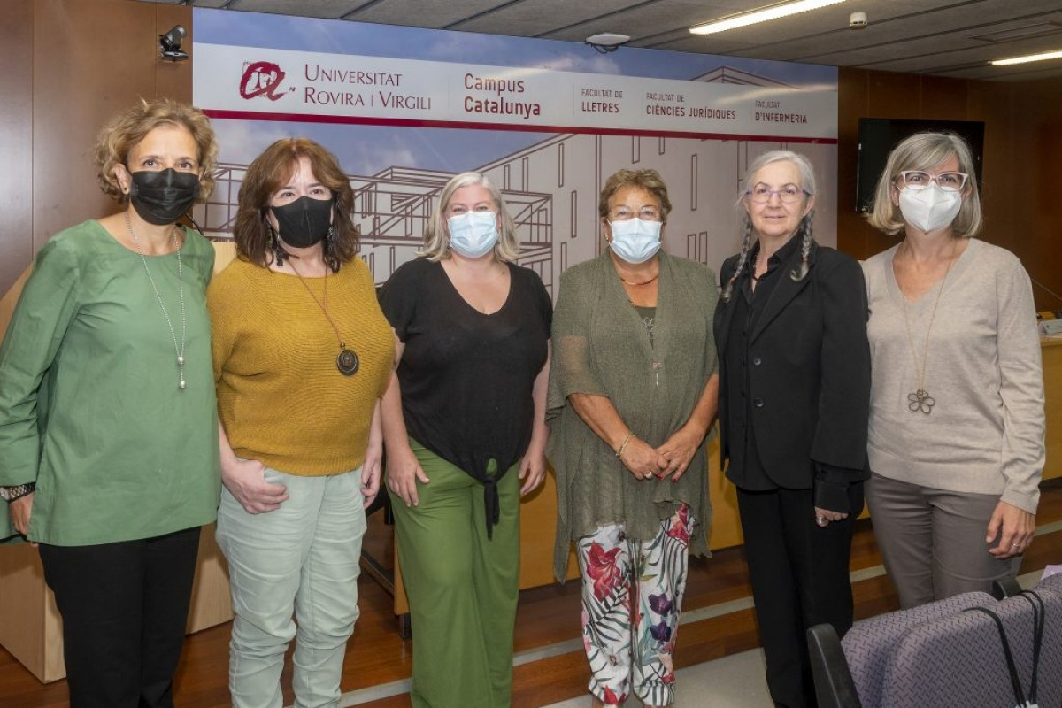 Foto de família de l'acte de la distinció a les metgesses
