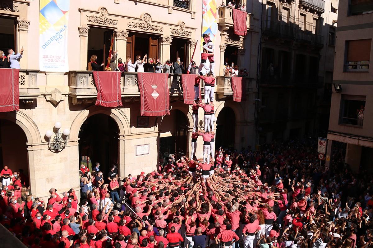 El 3 de 8 aixecat per la colla Vella dels Xiquets de Valls en la primera ronda de la diada de Santa Úrsula.