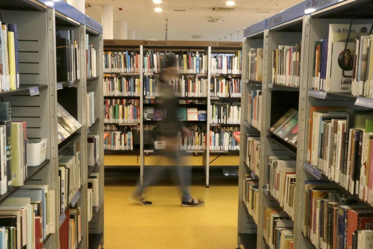 La gran majoria de llibres a les biblioteques són en castellà.