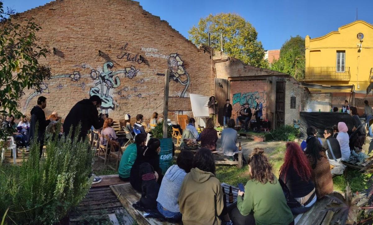Actuació musical a l'hort comunitari El Mirlo de Rubí.