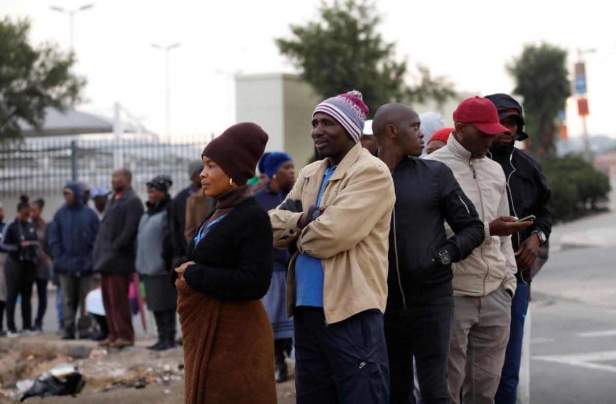 Cua de votants en unes eleccions a Sud-àfrica