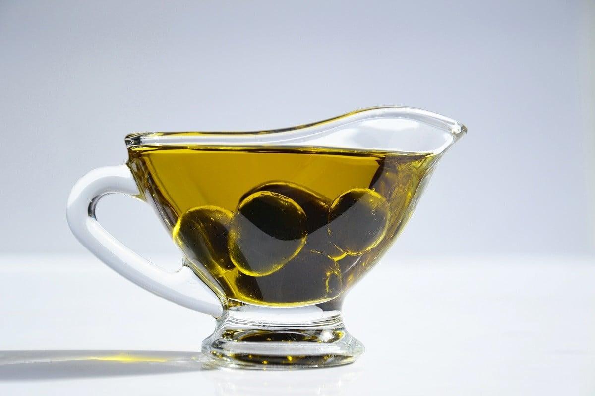 Una ampolla d'oli d'oliva costa de mitjana uns cinc euros.