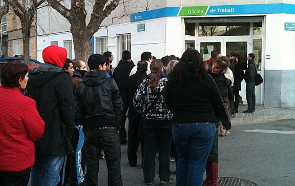 Cua per accedir a una Oficina de Treball de la Generalitat (OTG).