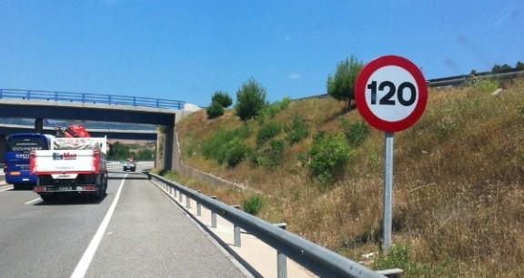 Senyal de 120 situada a la C-16.