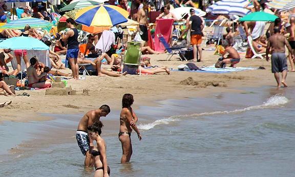 Cap de setmana de platja amb molta calor