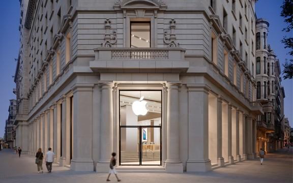 La botiga d'Apple a la plaça Catalunya de Barcelona