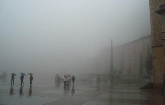 Dia de pluja, boira i tradició a Montserrat