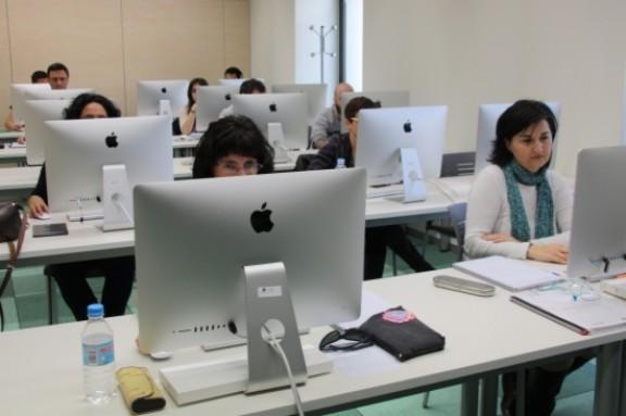 Joves assisteixen a un curs de formació ocupacional a Torre Barrina, en una imatge d'arxiu