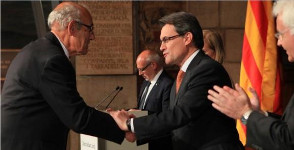 Francesc Piñas rep la Creu de Sant Jordi