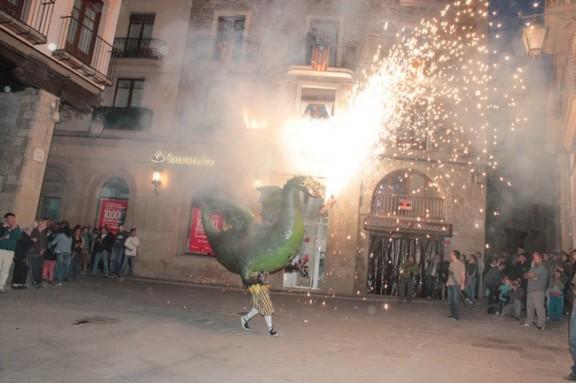 La Roda de Foc omple de festa la Plaça Major de Solsona