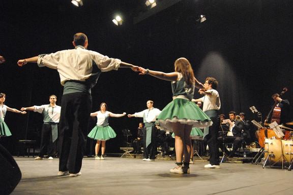 El Cirvianum fusiona cobla, cors  i dansa
