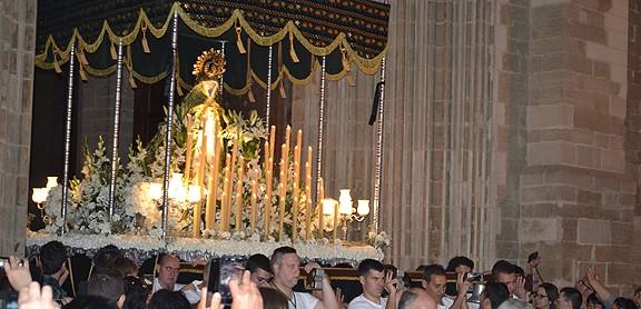 Acord entre confraries de Manresa per compactar la processó de Divendres Sant
