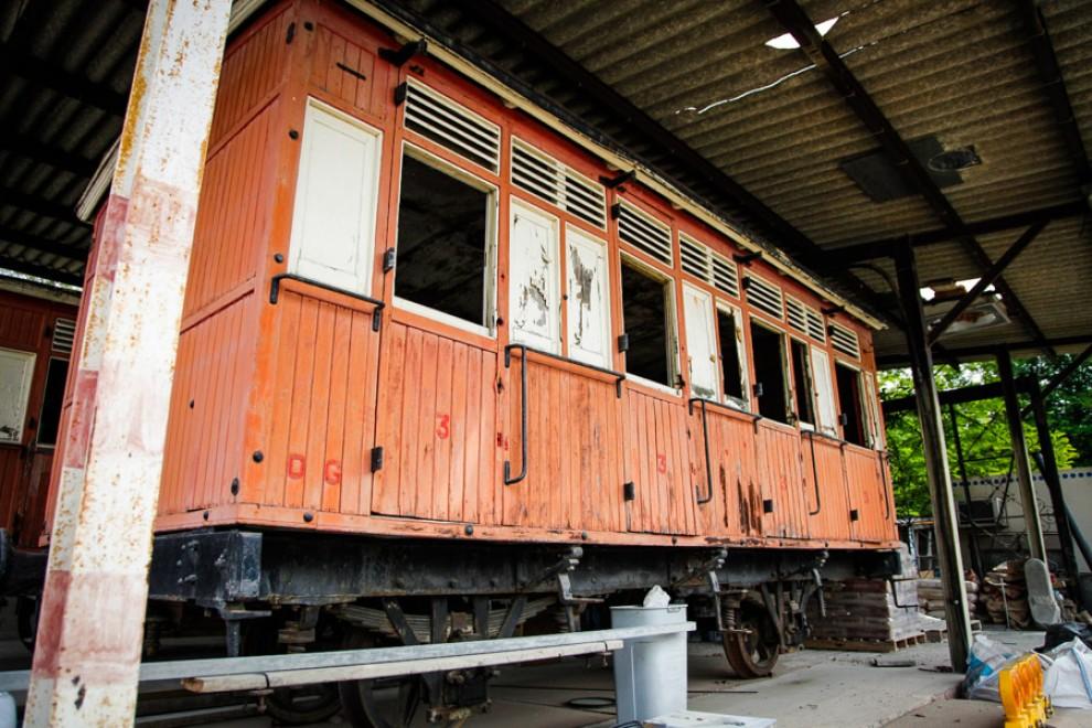 Exterior d'un vagó del tren d'Olot.