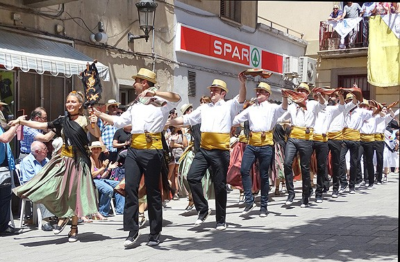 Sant Vicenç de Castellet aplega uns 250 balladors de Gitanes