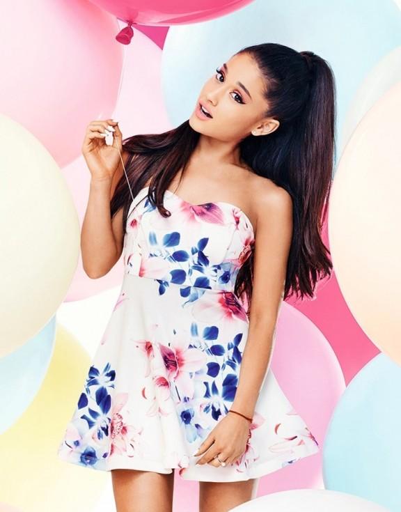 f467d8596 Ariana Grande pone en venta su primera colección de ropa!