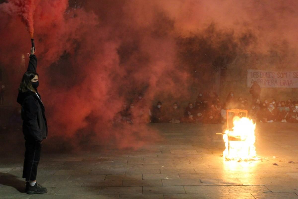 VÍDEOS I FOTOS Una aplaudida performance eleva la lluita feminista a Sant Cugat